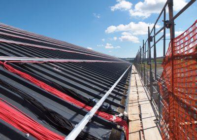 Echafaudage pour travaux de pose de panneaux solaires, halle Payerneland
