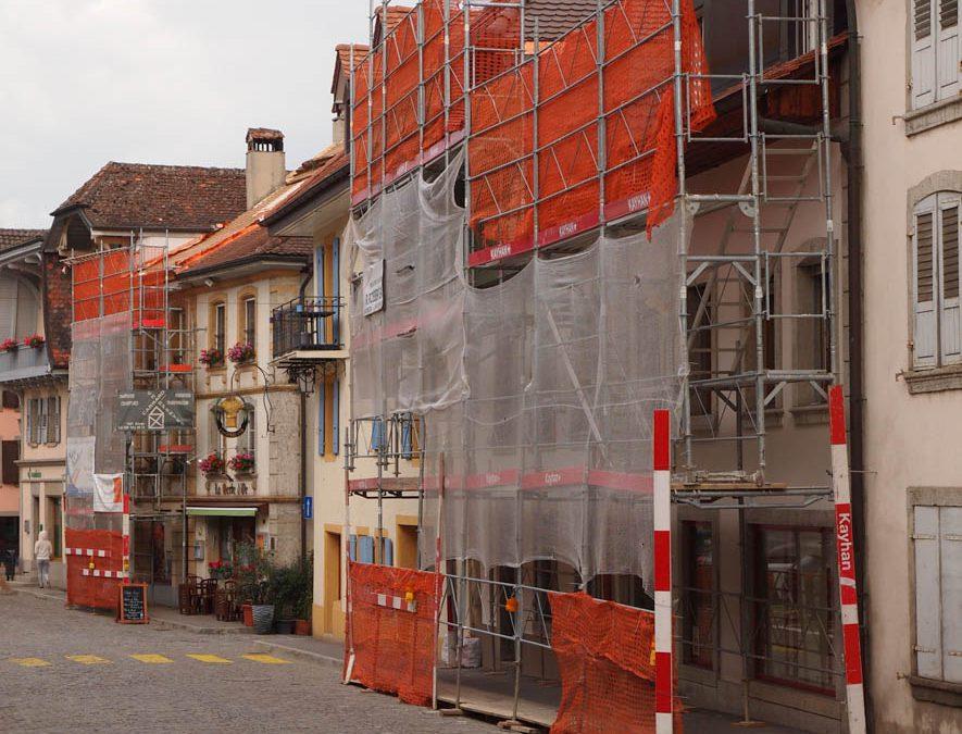 Montage d'échafaudages à Estavayer-le-Lac