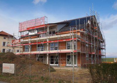 Echafaudages pour immeuble en construction sur la route d'Estavayer à Grandcour